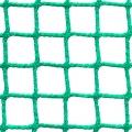 Siatki Rzeszów - Ogrodzenia kortów tenisowych Siatka na ogrodzenie kortu tenisowego o wymiarach oczek 2 x 2 cm i grubości siatki 2 mm doskonale zatrzyma wszystkie lecące z dużą prędkością piłki. Będzie to zabezpieczenie dla ludzi oglądających rozgrywki, ale także ułatwi grę zawodnikom. Siatka sprawi, że piłki nie będą wylatywać poza teren boiska i doskonale będą mogły być znalezione przez graczy. Trwały materiał jakim jest polipropylen doskonale sprawdzi się na kortach na zewnątrz, jak i tych znajdujących się wewnątrz dużych hal w szkołach nauki gry w tenisa.